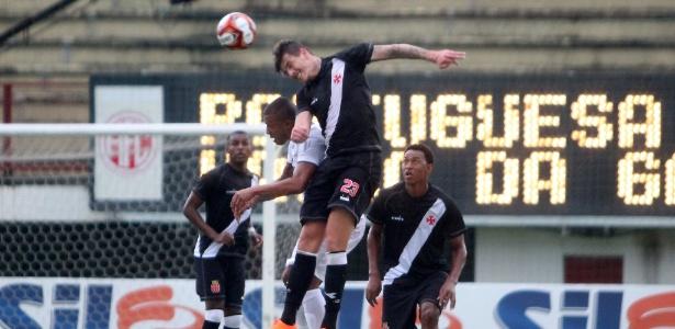 Contra a Portuguesa-RJ, Vasco sofreu gol de bola aérea de novo