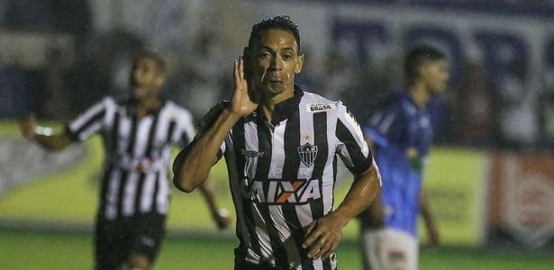 Careta de Ricardo Oliveira nas comemorações é vista como provocação por alguns rivais