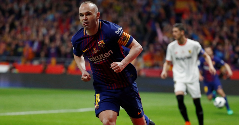 Iniesta comemora o quarto gol do Barcelona contra o Sevilla na final da Copa do Rei