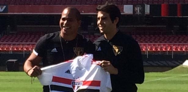 Aloísio e Kaká apresentaram o novo uniforme do São Paulo, no Morumbi