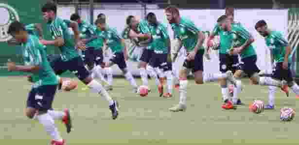 be36c77eb4 Palmeiras quer dispensar cinco e prepara elenco para cortes do Paulista