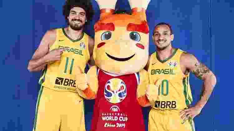 Brasil de Varejão e Alex encaminhará a classificação em caso de vitória sobre a Grécia - DIvulgação/FIBA