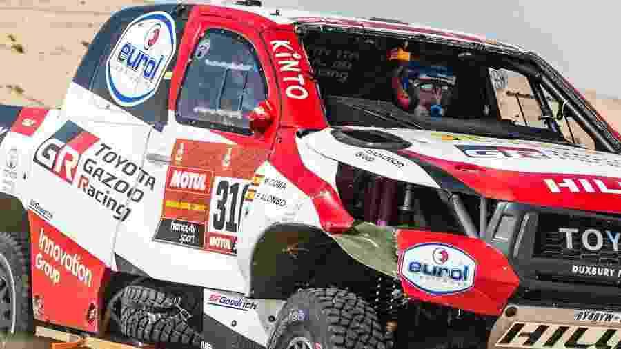 Carro de Alonso ficou danificado após capotagem - A.S.O./C.Lopez/Divulgação
