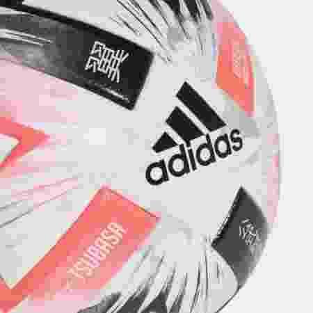 """Modelo tem desenhos de jogadores e nome inspirado no mangá Captain Tsubasa (""""Super Campeões"""" no Brasil) - Footy Headlines/Reprodução"""