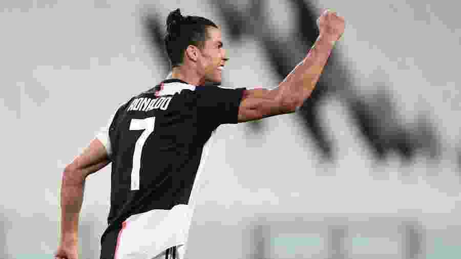 Cristiano Ronaldo comemora gol pela Juventus contra o Lecce - Miguel MEDINA / AFP