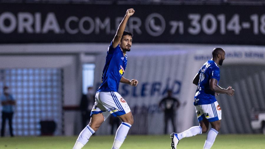 Zagueiro Ramon, titular em 2020, começa a atual temporada no estaleiro por causa do novo coronavírus  - Bruno Haddad/Cruzeiro