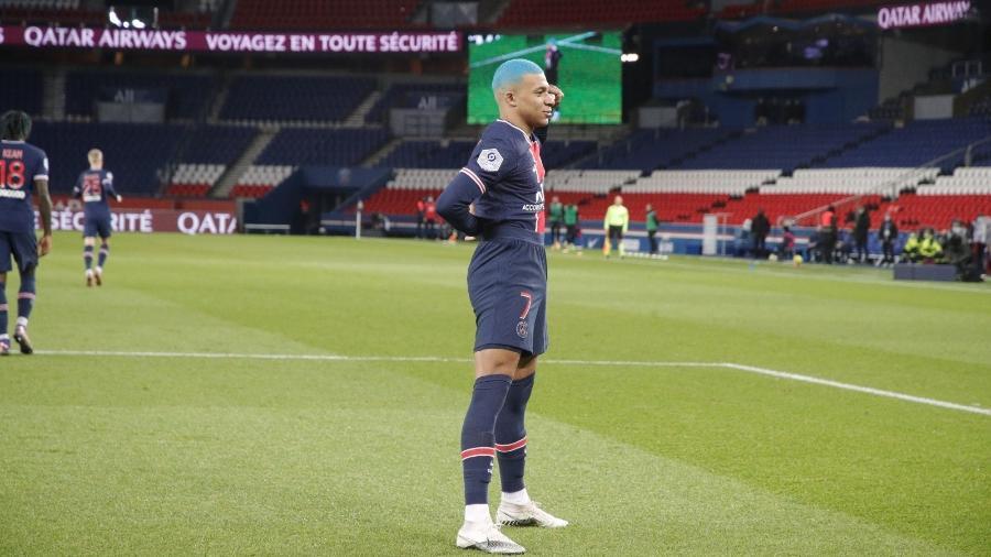 Mbappé comemora gol do PSG contra o Lorient - Divulgação