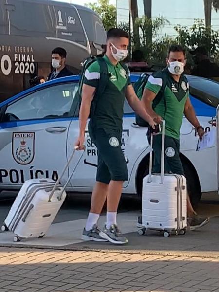 Luan Silva, durante a chegada do Palmeiras ao Rio de Janeiro - Thiago Ferri