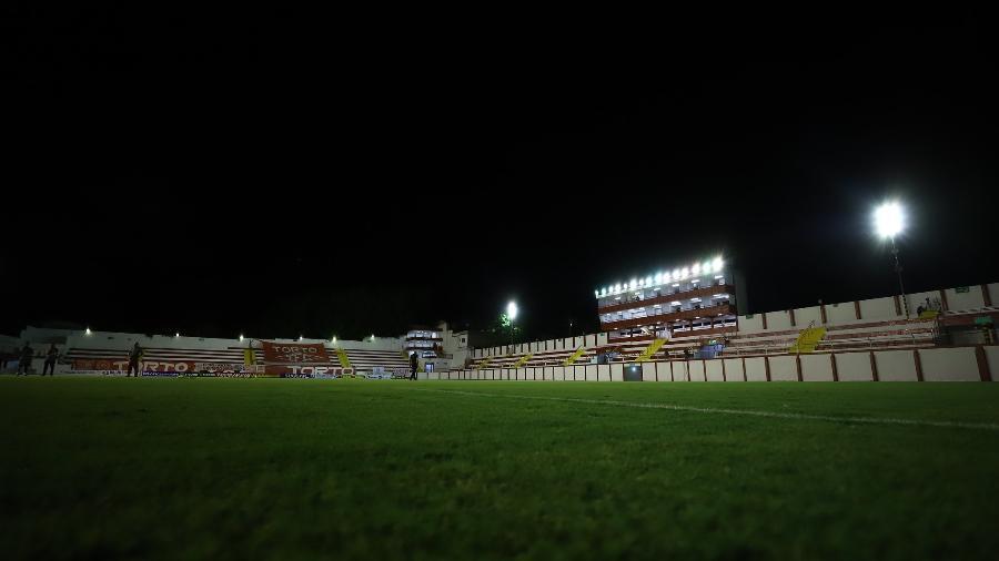 Apagão de energia paralisa jogo entre Tombense e Atlético no estádio Almeidão por quase vinte minutos - Pedro Souza/Atlético-MG