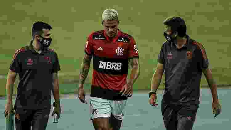 Pedro é substituído após sentir incômodo na coxa no clássico entre Botafogo e Flamengo, pelo Carioca - Thiago Ribeiro/AGIF - Thiago Ribeiro/AGIF