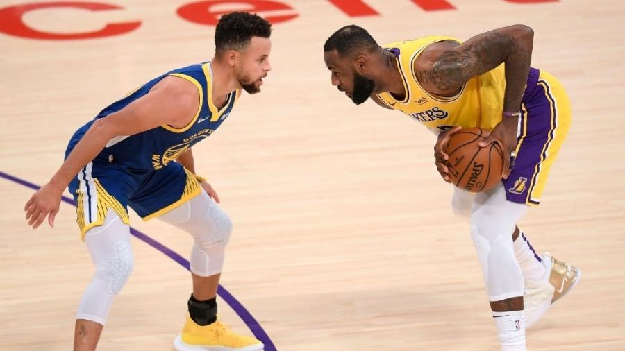Curry e LeBron se enfrentaram três vezes nesta temporada, com duas vitórias dos Lakers - Harry How/Getty Images