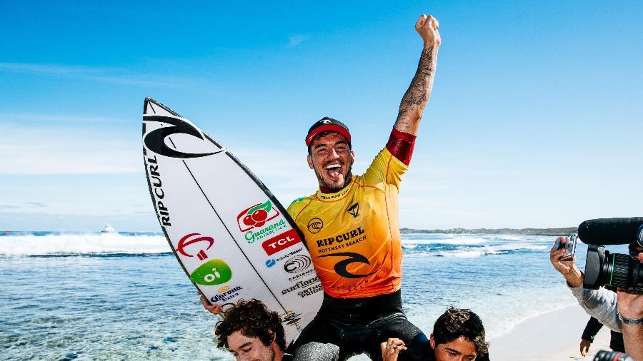 Gabriel Medina comemora título da etapa de Rottnest Search, na Austrália  - Matt Dunbar / World Surrf League via Getty Images