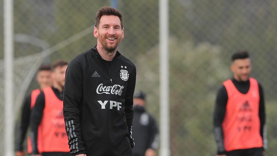 Messi sorri durante treinamento da Argentina na Copa América - Gustavo Pagano/Getty Images