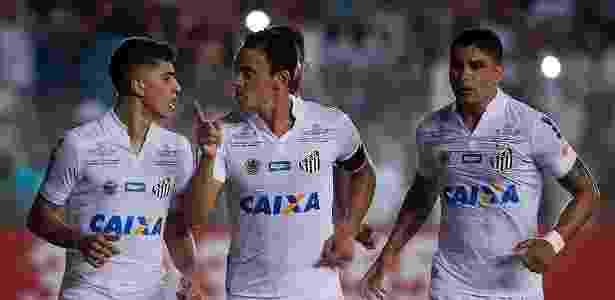 f9bb337b06 Santos renova patrocínio por dois anos e quer camisa cheia em 2017. Ivan  Storti  Santos FC