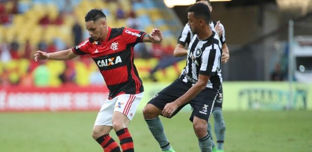 O lateral Pará assinou a renovação de contrato com o Flamengo até o final de 2019