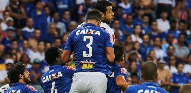 Zagueiros do Cruzeiro foram bastante cobrados pela torcida após as últimas partidas