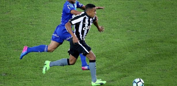 Arnaldo poderá voltar a ser relacionado contra o Nacional após lesão na coxa