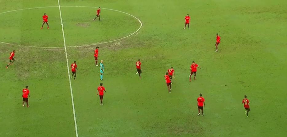 Sport e Atlético-PR utilizaram uniformes muito parecidos na Ilha do Retiro