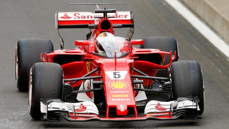 Sebastian Vettel testa novo escudo de proteção durante treino em Silverstone - REUTERS/Andrew Boyers