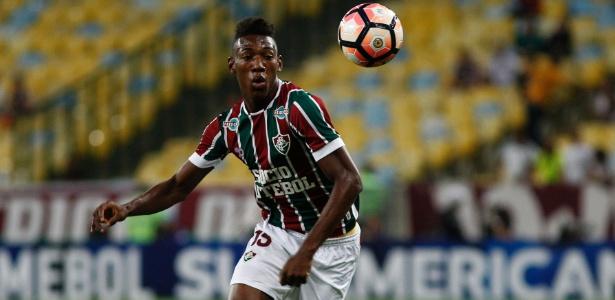 Lateral-esquerdo Léo ainda pode deixar o Fluminense na atual janela de transferências