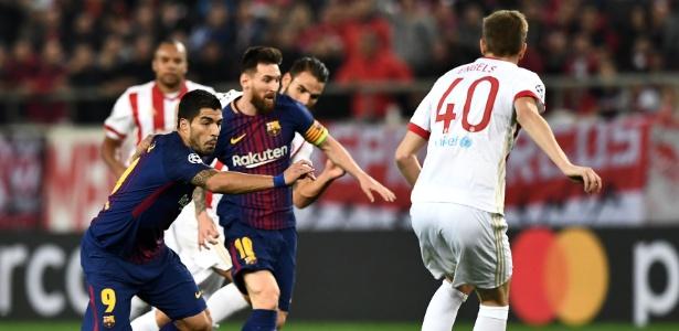 Messi e Suárez perderam chances claras de gol contra o Olympiacos