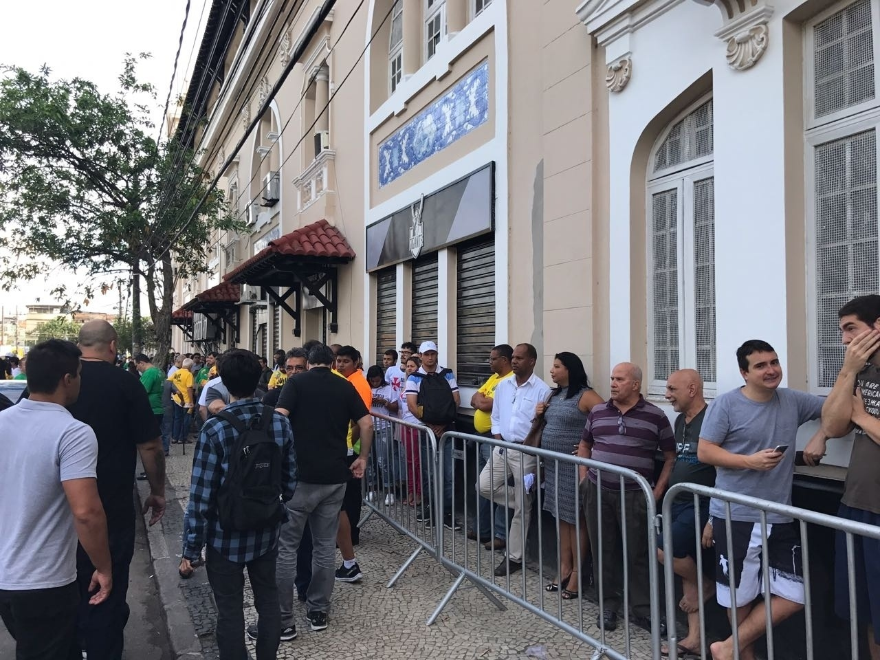 Associados do Vasco aguardam início da votação