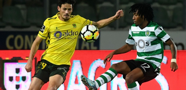 Gelson Martins, atacante do Sporting, em ação contra o Paços Ferreira