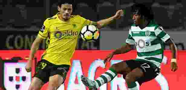 Gelson Martins, atacante do Sporting, em ação contra o Paços Ferreira - AFP PHOTO / FRANCISCO LEONG