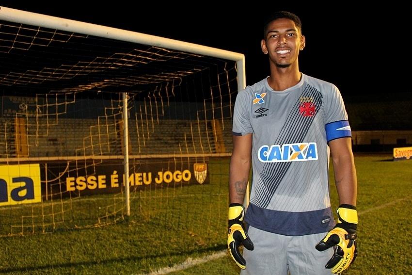 João Pedro, goleiro revelado pelo Vasco