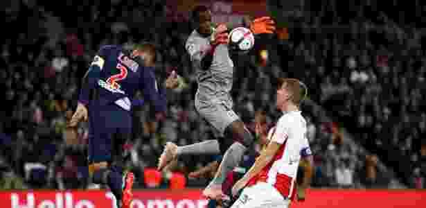 Mendy sai do gol durante a partida entre PSG e Reims - REUTERS/Christian Hartmann - REUTERS/Christian Hartmann