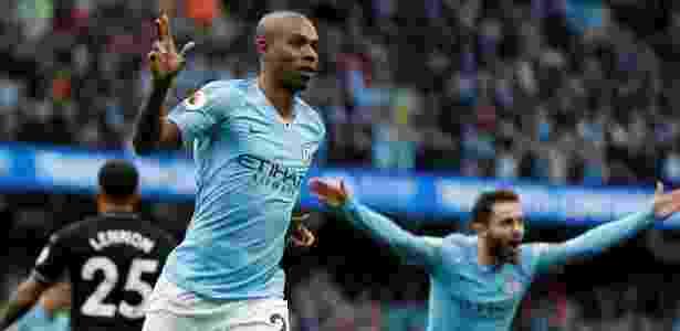 Fernandinho comemora gol durante Manchester City x Burnley, neste sábado - Darren Staples/Reuters - Darren Staples/Reuters