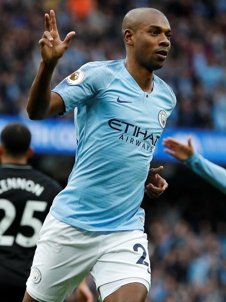 Fernandinho chegou ao Manchester City em 2013 e deve deixar o clube inglês no meio do ano - Darren Staples/Reuters