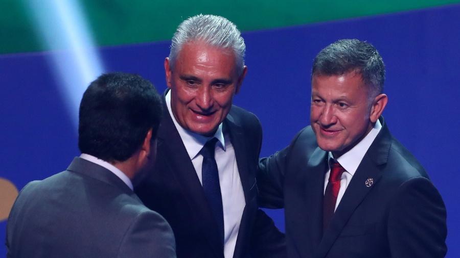 Tite e Osorio conversam durante sorteio da Copa América - REUTERS/Pilar Olivares