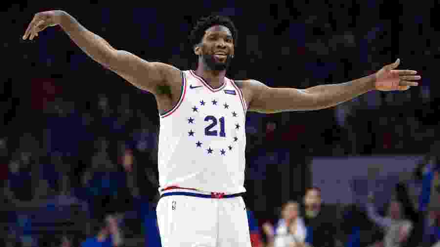 Joel Embiid comemora durante Philadelphia Sixers x Toronto Raptors - Bill Streicher-USA TODAY Sports