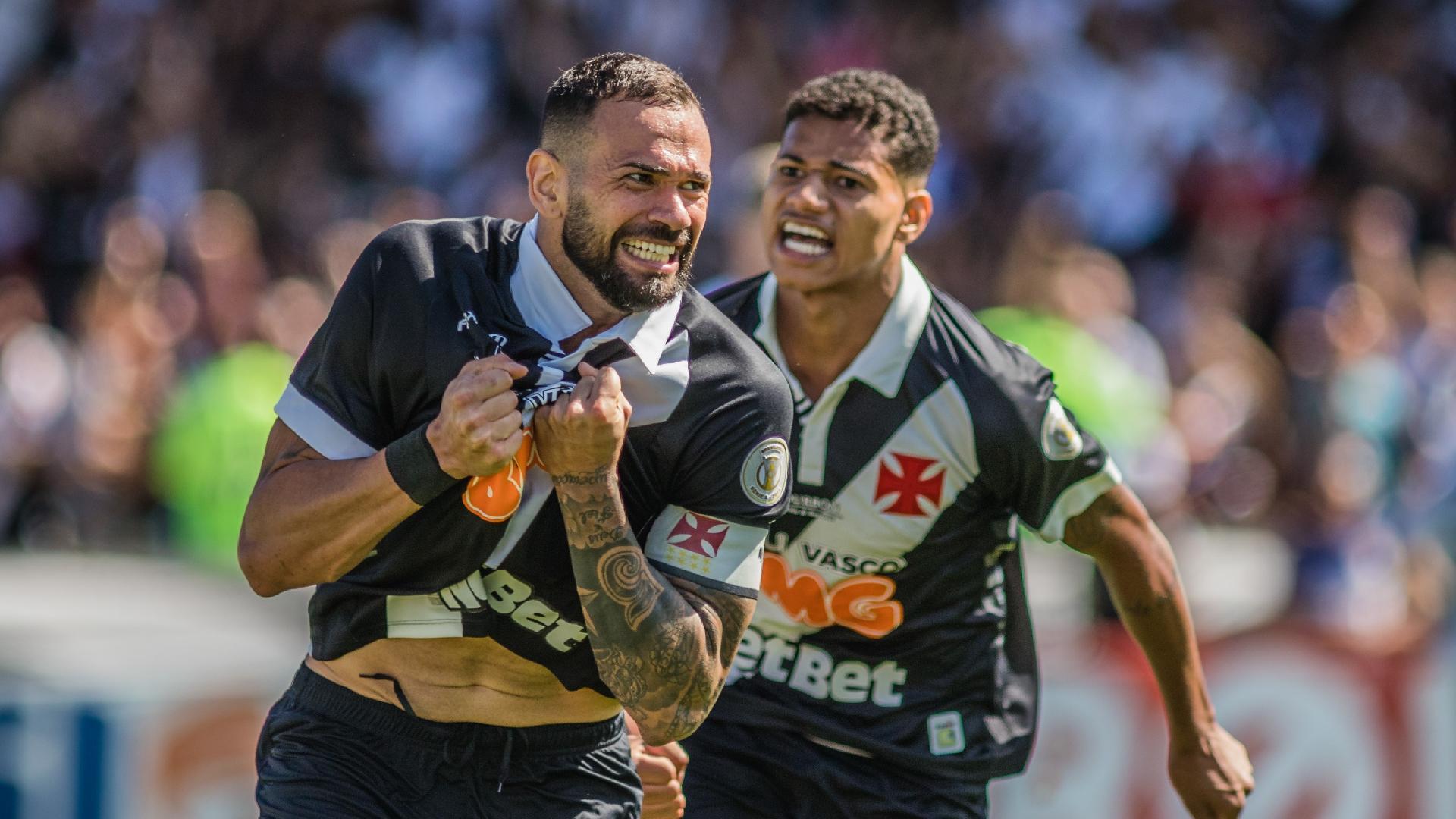 Leandro Castán comemora gol do Vasco contra o Fluminense