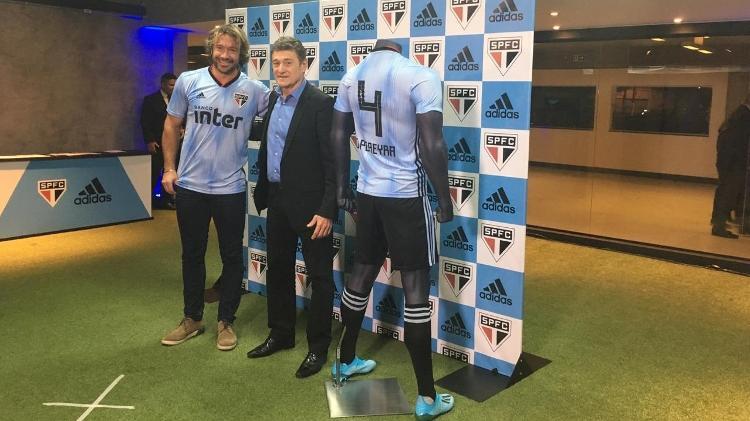 Diego Lugano e Darío Pereyra participam do lançamento da nova camisa do São Paulo - José Eduardo Martins/UOL