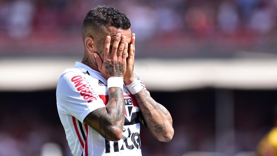 Daniel Alves durante jogo do São Paulo - Eduardo Carmim/Photo Premium/Agencia O Globo