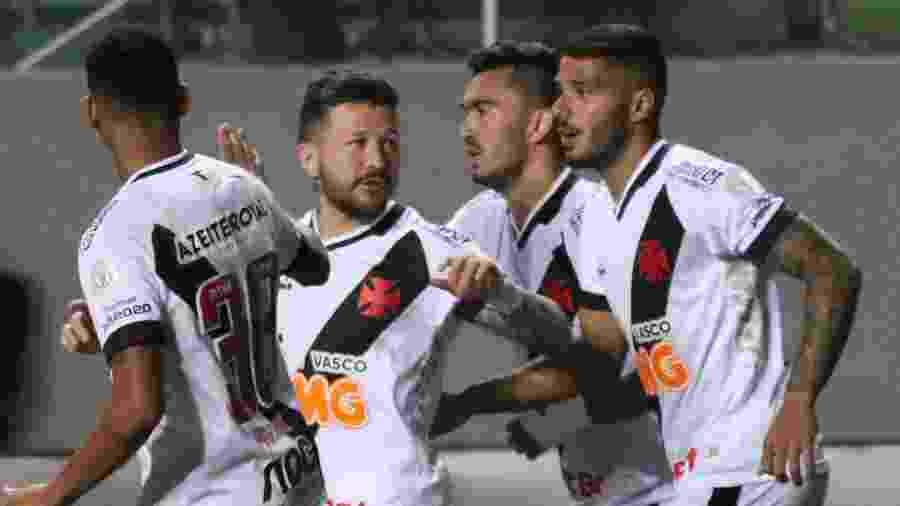 Nas últimas cinco partidas fora de casa, foram três vitórias vascaínas: Atlético-MG, Goiás e Chapecoense - Fernando Moreno/AGIF
