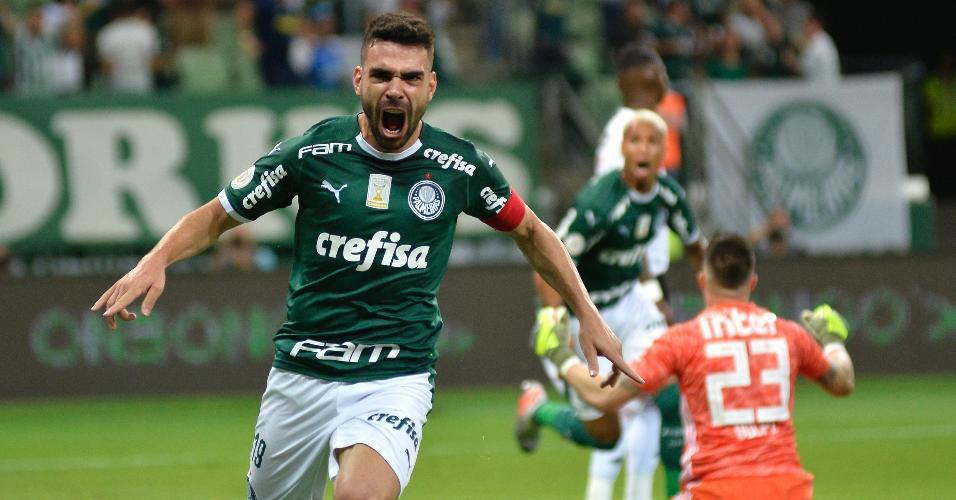 Bruno Henrique comemora gol do Palmeiras contra o São Paulo