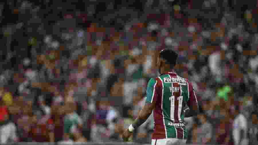 Yony sob os olhares da torcida do Fluminense, que compareceu ao Maracanã para acompanhar o jogo contra o Atlético-MG - LUCAS MERÇON/ FLUMINENSE F.C.