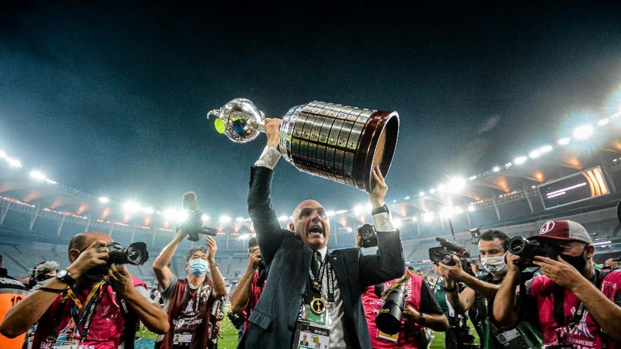 Presidente Maurício Galiotte em comemoração do título após Palmeiras x Santos pela Libertadores: evento tem transmissão do Facebook - NAYRA HALM/ESTADÃO CONTEÚDO
