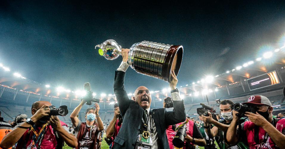 Presidente Maurício Galiotte em comemoração do título após Palmeiras x Santos, partida válida pela Final da Copa Libertadores 2020, realizada no estádio Maracanã, localizado na cidade do Rio de Janeiro (RJ), neste sábado (30).