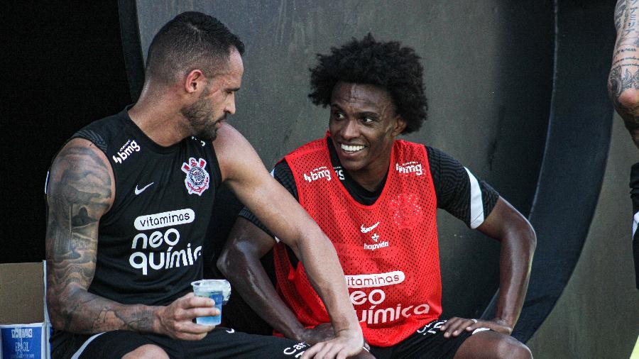Renato Augusto e Willian, do Corinthians, em treino no CT Joaquim Grava - Felipe Szpak/Agência Corinthians