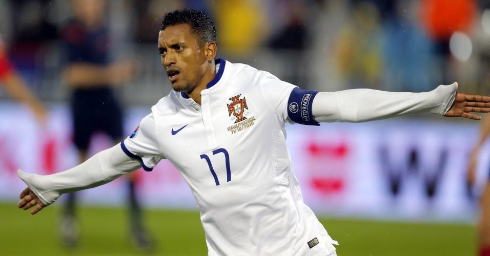 Nani, de Portugal, comemora gol marcado contra a Sérvia, em jogo válido pelas Eliminatórias da Euro 2016