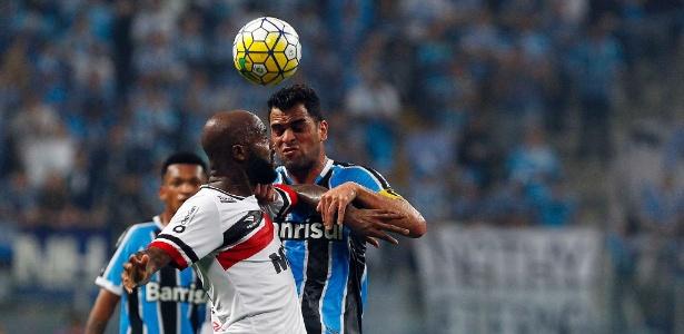 Maicon, do Grêmio, quer time adaptado a novo esquema proposto por Roger