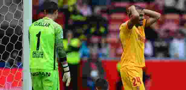 Gabriel Mercado lamenta chance perdida pelo Sevilla: empate contra o Sporting Gijón - Miguel Riopa/AFP