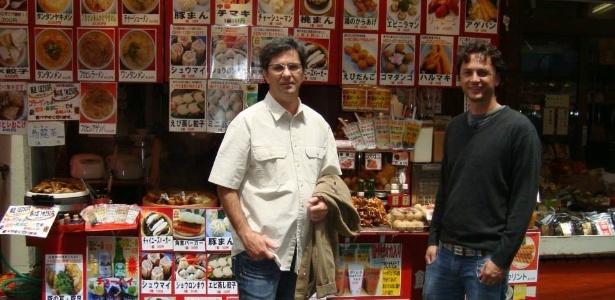 O técnico Caio Júnior, que morreu no acidente da Chape, e o jornalista Adriano Rattmann