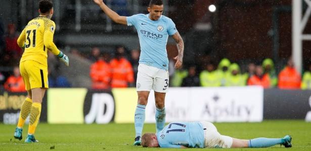De Bruyne sofreu um carrinho no jogo contra o Crystal Palace e deixou o gramado de maca