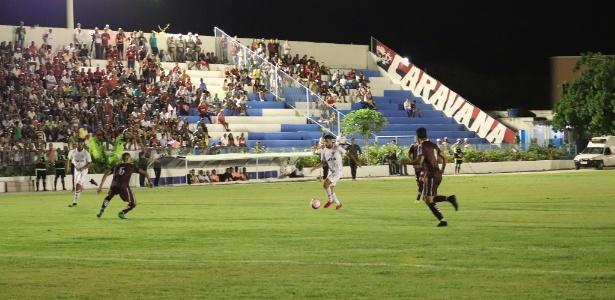 Jogo entre Jacuipense e Vitória iniciou na quarta (foto) e terminou nesta quinta