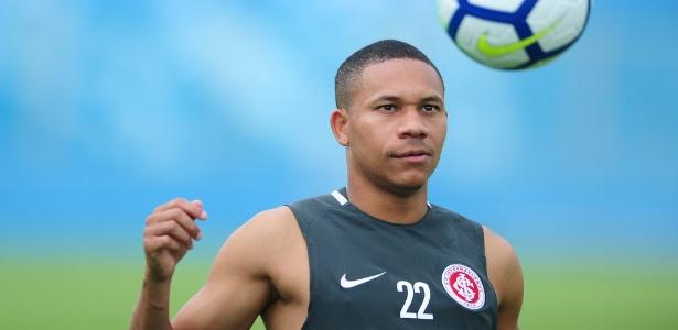 Wellington Silva está recuperado e acha positivo concorrência no time do Inter